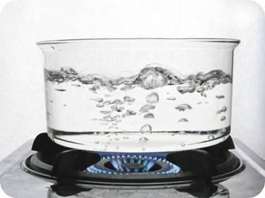 5f11619830 Fagyás: A fagyás folyamata az olvadással ellentétes. Tehát a hőmérséklet  csökkentésével az anyag folyékony halmazállapotból szilárd halmazállapotúvá  válik.